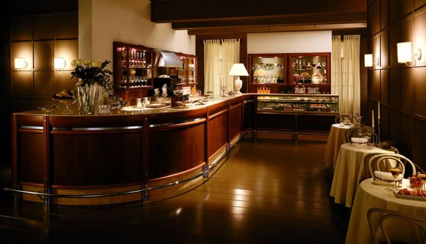 Vendita arredamenti caffetteria per arredamenti a roma italia for Arredamento caffetteria